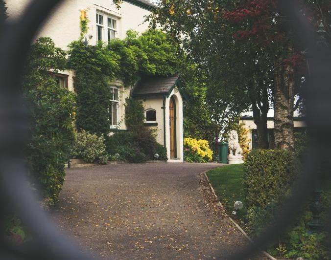 front-door-1031731_1920